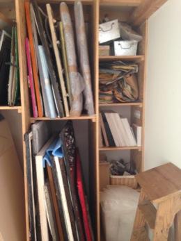 rangement de mon atelier d 39 artiste le blog de sosso peintre plasticien. Black Bedroom Furniture Sets. Home Design Ideas
