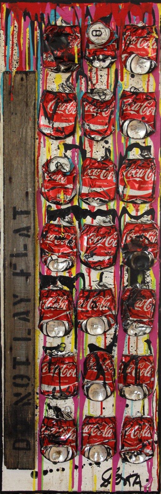 collage, canettes compressées Tableau Contemporain, Do not lay flat. Sophie Costa, artiste peintre.