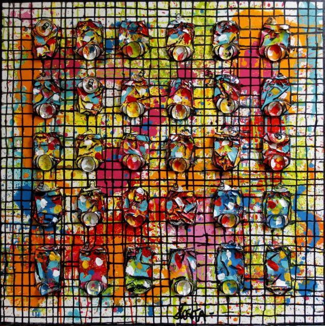 collage, multicolore, canettes compressées, quadrillage Tableau Contemporain, Black Network #2. Sophie Costa, artiste peintre.